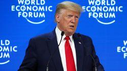 Depuis Davos, Trump qualifie son procès en destitution de