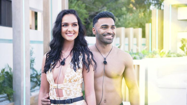 Siannise and Nas on Love Island.