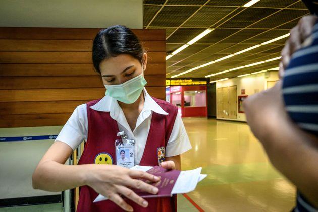 Croce Rossa in pista, scanner per la febbre, passeggeri schedati. Fiumicino si prepara all'assalto del...