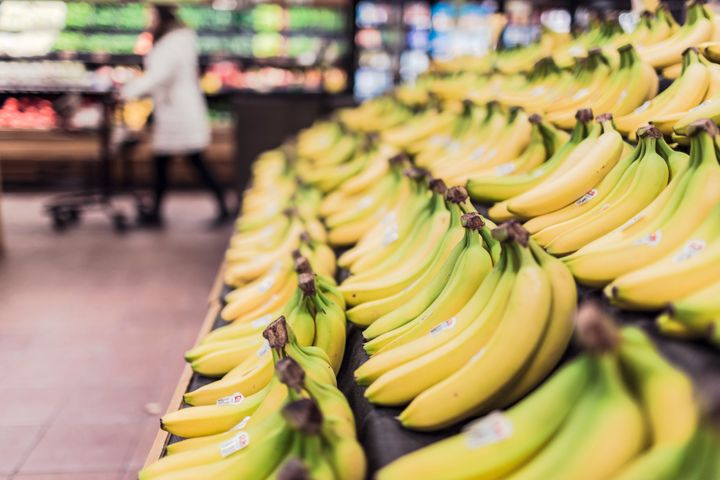 Bananas with a touch of green can help promote healthy gut bacteria.