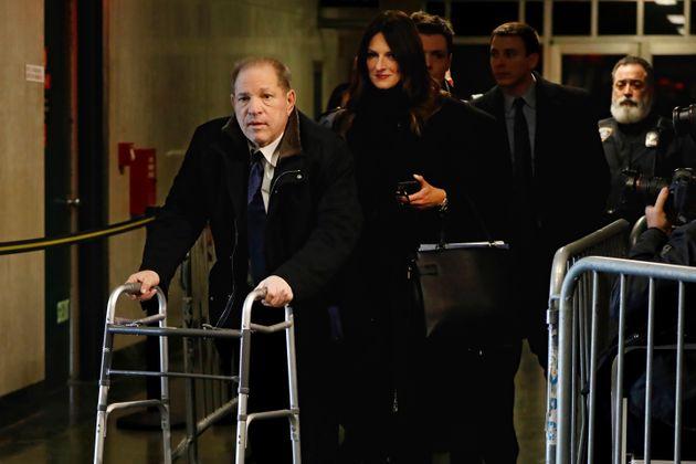 Harvey Weinstein, suivi de son avocat Donna Rotunno, quitte le tribunal, le mardi 21 janvier 2020, à...