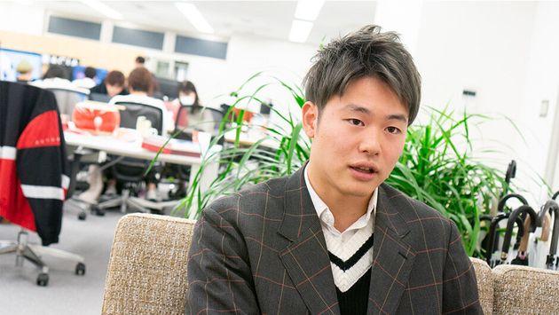 代表取締役COO 中内怜(22)1997年生まれ。東京大学在学中、インターンとして働いた株式会社Candle最年少で営業統括に。数ヶ月で売上を数倍にした。2017年6月、同級生の斎藤(CEO)、林(CTO)と共にGraciaを創業。現在は、主にマーケティング、ロジスティクス、CSなどダイレクトにお客様と接点を持つ部署を統括している。