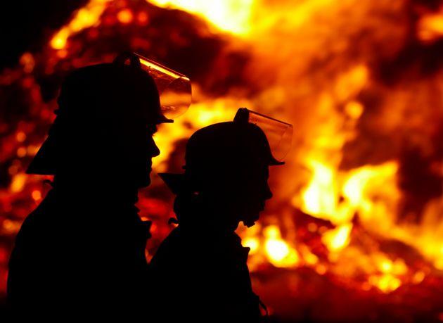 Incendio in una casa nel Lucchese, muore una ragazza di 14