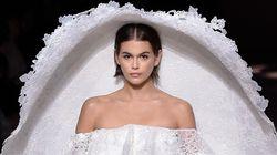 Le voile de Kaia Gerber au défilé Givenchy défie toute