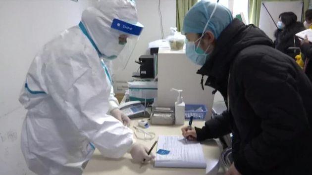 Las autoridades tailandesas han confirmado dos nuevos casos de neumonía de Wuhan, lo que eleva...