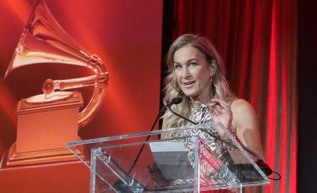 Denunciò molestie e irregolarità nell'organizzazione dei Grammy Awards: la Ceo Deborah Dugan viene
