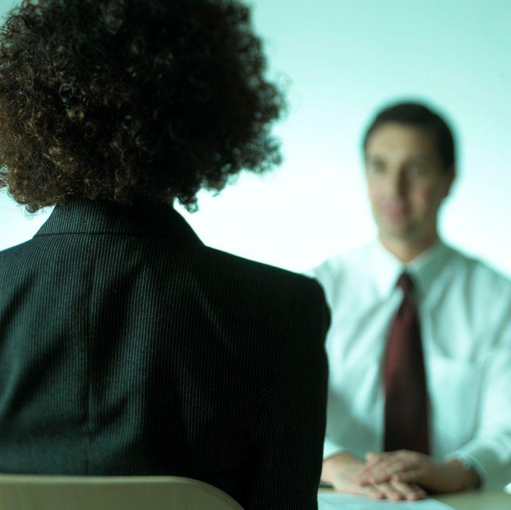 Les collègues et les managers sont aussi des interlocuteurs privilégiés, même s'ils se sentent souvent démunis. De par leur proximité, ils sont les plus à même de détecter des situations à risque et les premiers témoins des difficultés personnelles de leurs collègues. (image d'illustration)