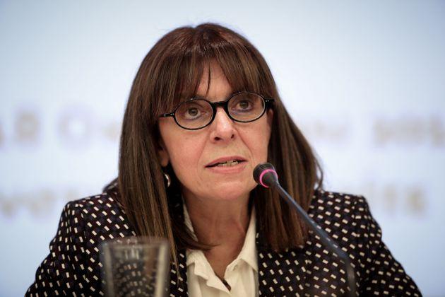 A nova chefe do Executivo grego éfilha de um ministro da Suprema Corte do país, e...