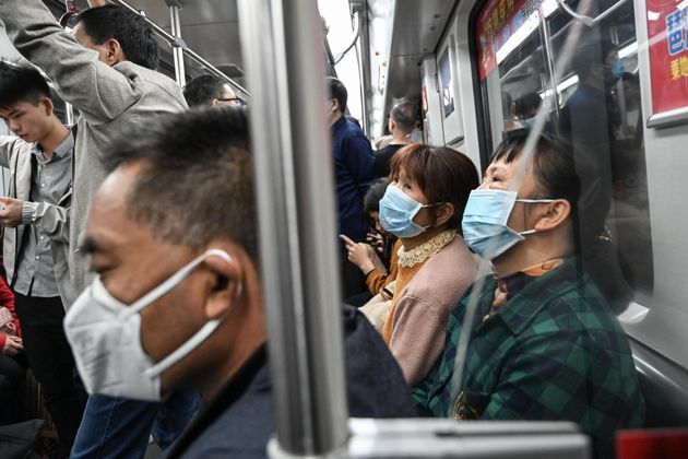 Citizens wear masks to defend against new viruses on Wednesday in Guangzhou,