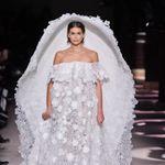 La robe de mariée de Kaia Gerber au défilé Givenchy est