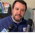 """Il 17enne a cui ha citofonato Salvini: """"Non siamo spacciatori. Sono solo"""