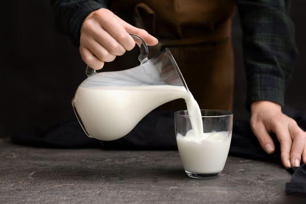Antibiotici e farmaci nel latte italiano: i risultati del test del Salvagente su 21 marchi