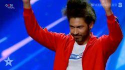 """""""Brazzo"""", rapper sordo, strega Italia's Got Talent. Il pubblico lo applaude nel linguaggio dei"""