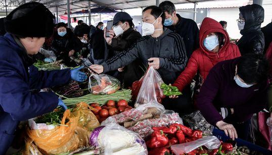 Des villes chinoises en quarantaine et des festivités