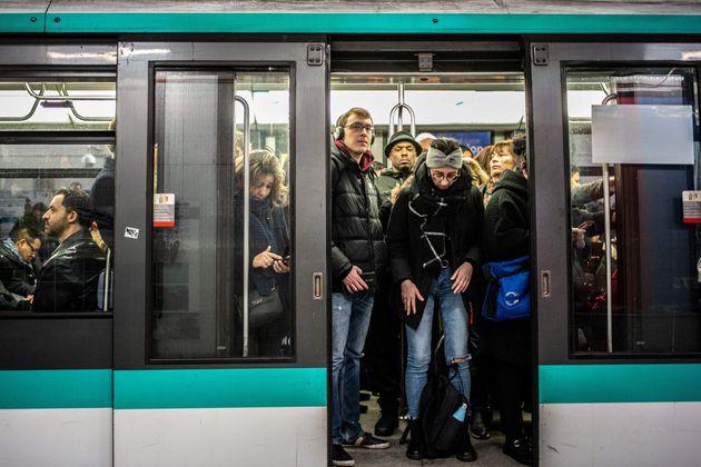 Grève du 24 janvier à la RATP: un trafic très perturbé mais pas de ligne fermée