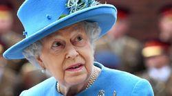 La reina Isabel II aprueba la ley sobre el
