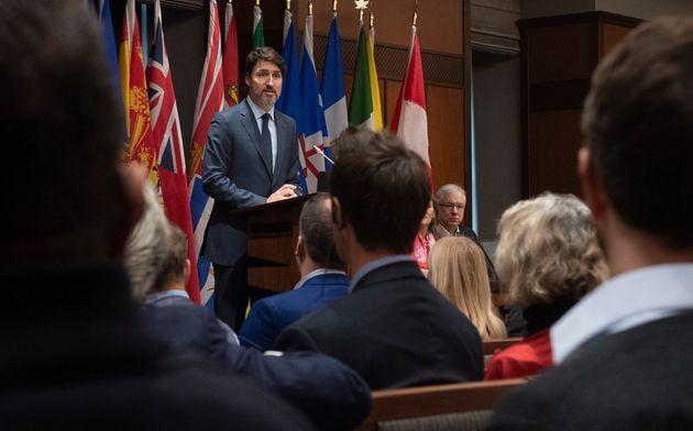 Justin Trudeau demande à son caucus «d'aller au-delà des divisions entre partis»