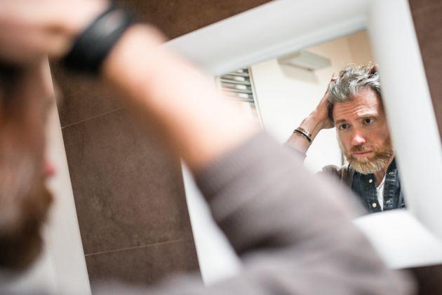 Même si l'on a découvert que le stress était un facteur qui rend les cheveux blancs....