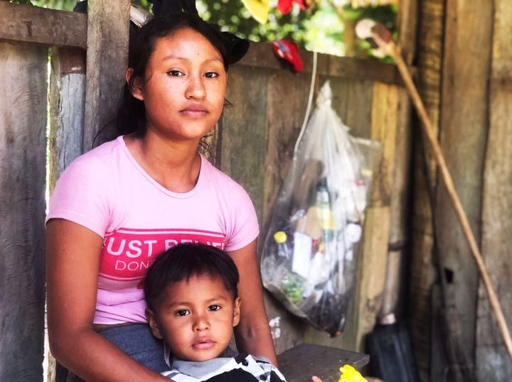 Ciane Paiĝo Munduruku, 19, and her 3-year-old son, Weliçi.