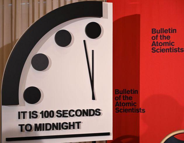 H ανθρωπότητα πιο κοντά στον όλεθρο από ποτέ άλλοτε στην ιστορία της, σύμφωνα με το «Ρολόι της