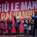 Salvini porta in piazza il dolore a Bibbiano. Ma è un mezzo