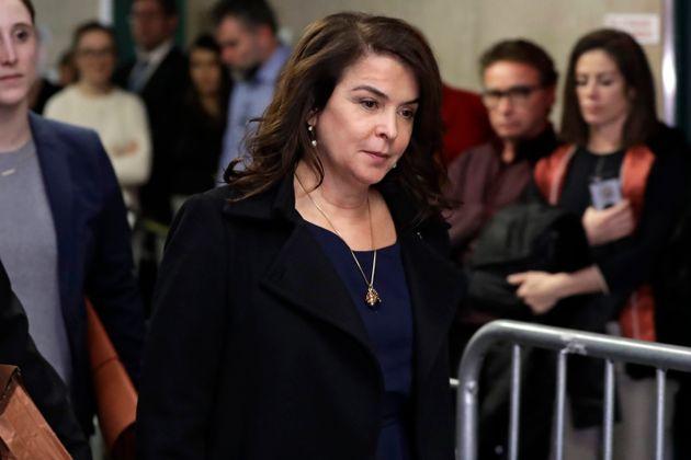 5e2a2749210000f3040001c9 - Atriz de 'Família Soprano' diz que Harvey Weinstein a manteve presa durante estupro