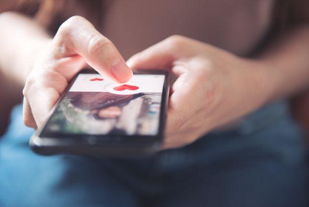 Το Tinder προσθέτει «κουμπί πανικού» για τα επικίνδυνα πρώτα