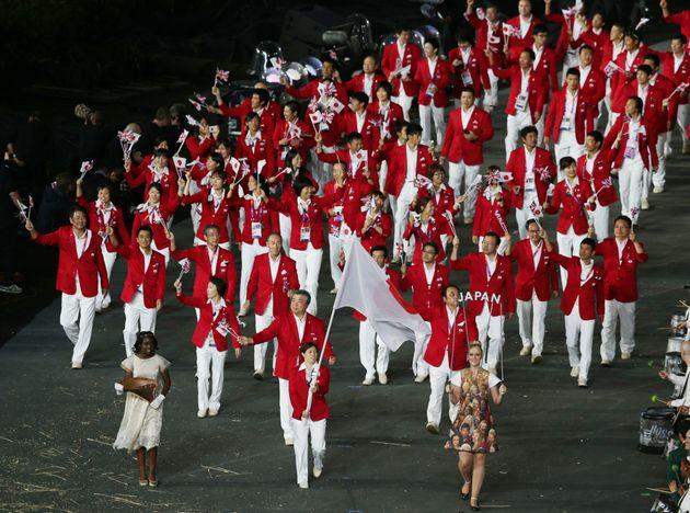 ロンドンオリンピックの開会式で入場行進する日本選手団。旗手は元レスリング選手の吉田沙保里さん(2008年)