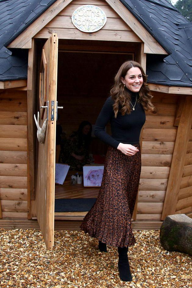 L'eleganza low cost di Kate fa ancora centro: la sua gonna (da 10 euro) di Zara va a