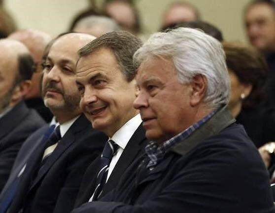 Zapatero respalda que Sánchez no reciba a Guaidó y González responde que es el