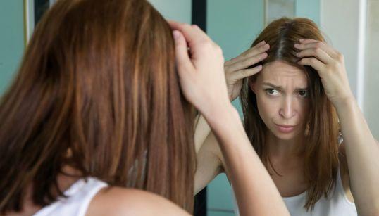 O que a ciência diz sobre o estresse te deixar de cabelos brancos — não importa a sua