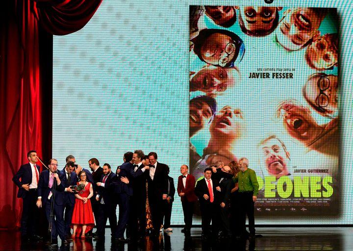 El premio para 'Campeones' en los Goya 2019.