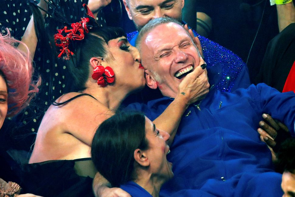 Rossy De Palma kisses designer Jean Paul Gaultier at the end of his Haute Couture Spring/Summer 2020 collection show in Paris, France, January 22, 2020. Picture taken January 22, 2020.  REUTERS/Charles Platiau     TPX IMAGES OF THE DAY