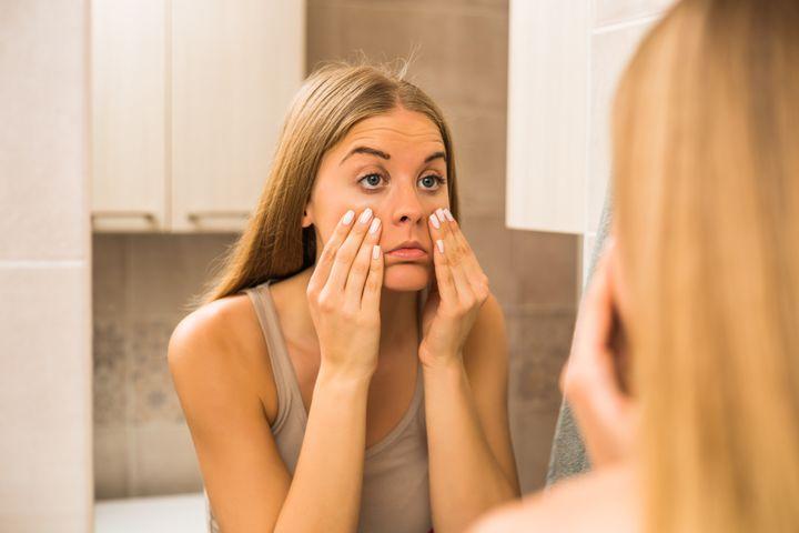 Κοιτάζοντας τον εαυτό μας στον καθρέπτη, πολλές φορές αναρωτιόμαστε που οφείλονται αυτοί οι κύκλοι.