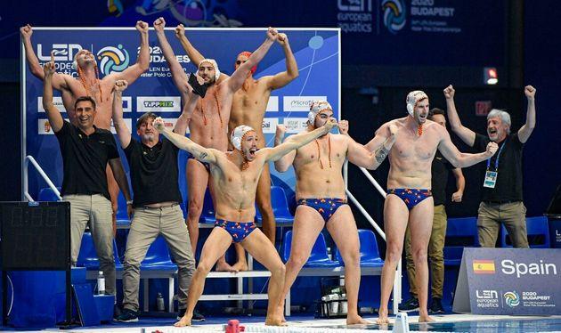 La selección española de Waterpolo celebra su pase a la