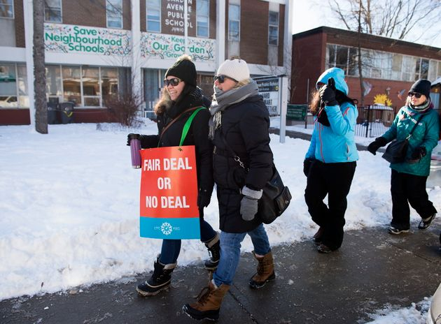 Teachers with the Elementary Teachers' Federation of Ontario strike in Toronto on Jan. 20,