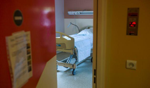 Une chambre à pression négative de l'hôpital Bichat à Paris, identique à celles pouvant accueillir les...