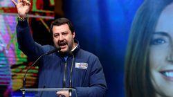 Salvini deborda sui social, viola platealmente il silenzio