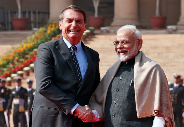 O presidente Jair Bolsonaro cumprimenta o primeiro-ministro da Índia, Narendra Modi, durante recepção...