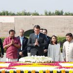 Bolsonaro visita túmulo de Gandhi e aponta diferenças: 'Sou capitão do exército, ele era um