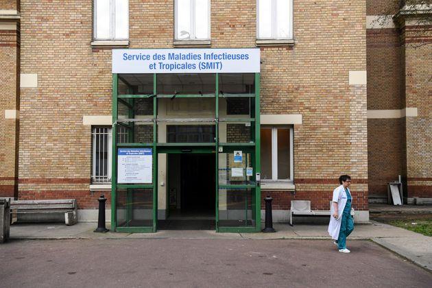 L'entrée duService des Maladies Infectieuses et Tropicales à l'hôpital Bichat...