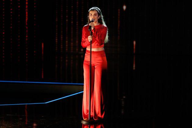 Amaia Romero canta a Marisol en la gala de los premios