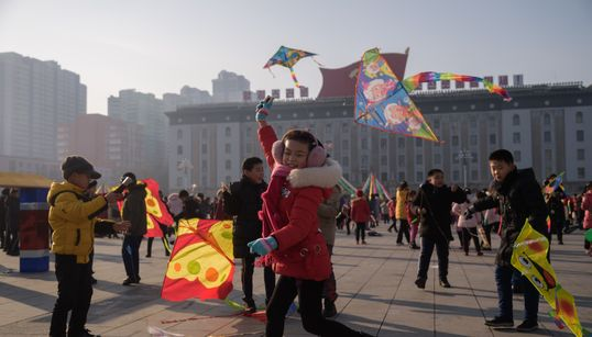 북한 평양 아이들이 광장에서 보낸 설날 풍경