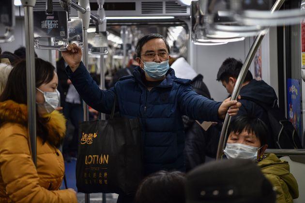 Le bilan de l'épidémie de coronavirus grimpe en Chine, un premier décès à Shangaï