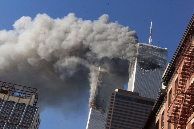 2001년 9월 11일 공격을 받은 뉴욕시 세계무역센터의