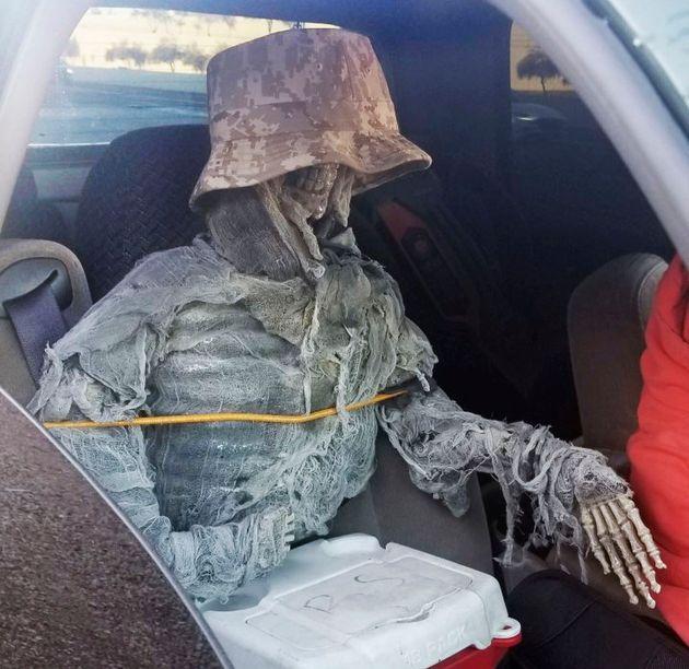 «Ελληνάρας» στις ΗΠΑ: Μεταμφίεσε σκελετό για να οδηγήσει παράνομα σε εθνική