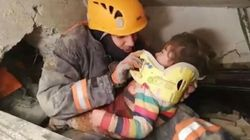 VIVE A PIÙ DI 24 ORE DAL SISMA - Mamma e bimba di 2 anni salvate in Turchia