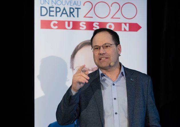 Alexandre Cusson s'adresse à des supporters lors du lancement de sa campagne à la direction du Parti...