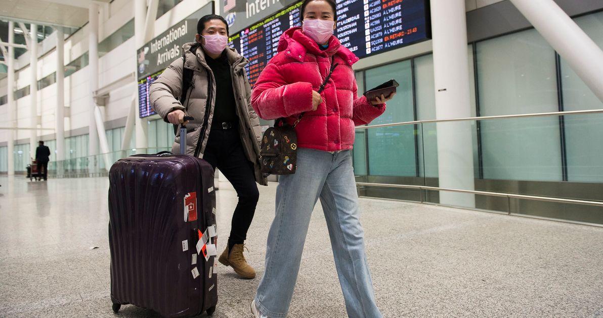 当局はカナダ人のコロナウイルスの最初の患者と飛行中の人々を探す