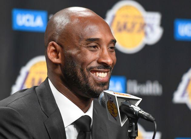 Kobe Bryant, ici lors d'une conférence de presse à Los Angeles le 18 décembre